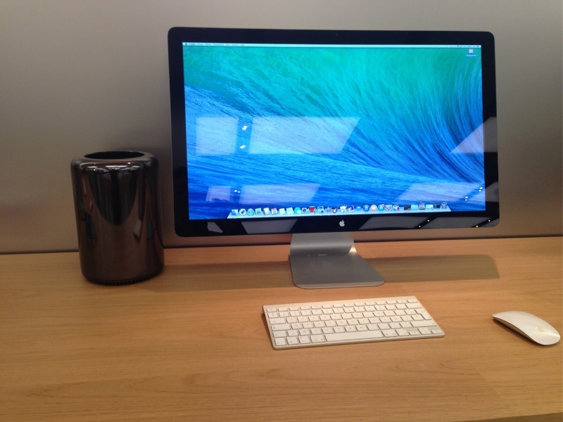 les mac pro arrivent en expo dans les apple store. Black Bedroom Furniture Sets. Home Design Ideas